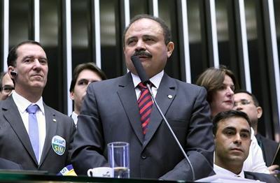 PRESIDENTE INTERINO DE LA CÁMARA BAJA  ANULA TRÁMITE DE JUICIO A ROUSSEFF Foto cedida por la Agencia Camara y fechada el 17 de abril de 2016 del presidente interino de la Cámara Baja de Brasil, Waldir Maranhao, que anuló el trámite de juicio a la presidenta brasileña, Dilma Rousseff. Maranhao anuló hoy, lunes 9 de mayo de 2016, el trámite que ha dado lugar al proceso que le puede costar el mandato a Rousseff, confirmaron a Efe fuentes parlamentarias. La decisión de Maranhao, cuyas consecuencias jurídicas todavía no están claras, fue adoptada en momentos en que el Senado se apresta para una votación que puede separar a Rousseff del poder durante al menos seis meses y se apoya en supuestas irregularidades observadas en el trámite seguido en la Cámara Baja. EFE / Antonio Augusto