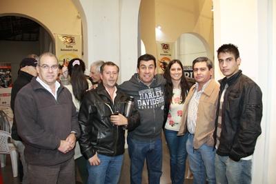 Mario Lorenzelli, Hugo Arrue, Rose Marie Sessarego y colaboradores