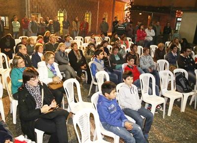 Con una emotiva ceremonia en la Iglesia de la Santa Cruz y posterior evento en los  patios del colegio, el Atl. Juventus inició anoche los festejos de su 50 aniversario