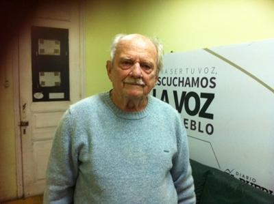 RECLAMO - Eduardo Mac Eachen haciendo su reclamo en EL PUEBLO