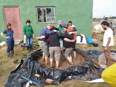 Preparando el adobe para la bioconstrucción