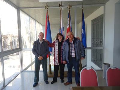 Juan Eduardo Piegas, María Josefa Escanellas y Eramburio de Oliveira, actuales directivos de Casa de Salto