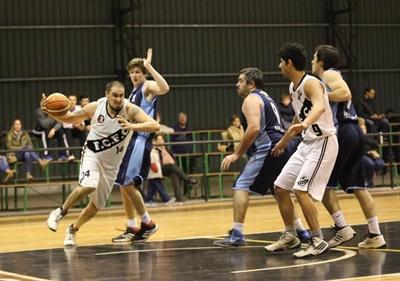 Ferro Carril (73) – Salto Uruguay (71)