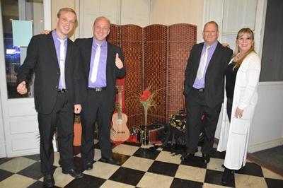 Los tangueros son Erik, Sergio y Miguel Ángel Nicola y Marcela Cavallo