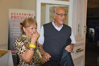 Ruben y Susana prontos para disfrutar de la milonga