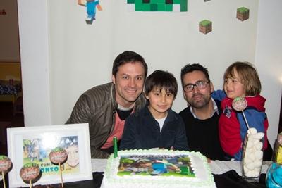 Alfonso y su papá Federico Román, su tío Juan Andrés Román y su primo Benjamín Finosi
