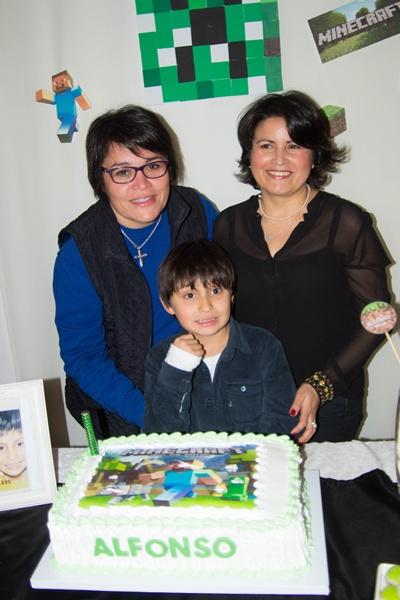 Sus  tías  Elizabeth Fagúndez y Enriqueta Fagúndez