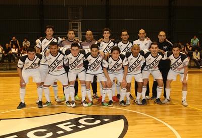 Equipo de Ferro Carril F.C Fútbol Sala, a punto de clasificar dentro de los seis primeros en Liga Uruguaya, pero con 21 días sin poder competir en forma oficial, debido a la total falta de seriedad, y potestad de la Mesa Ejecutiva de la A.U.F para decidir...lamentable