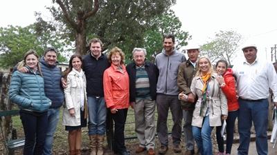 Integrantes de Cabaña Montegrande y del Escritorio Ruben F. Cánepa ayer en Valentín