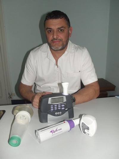 Con el Dr. Enzo Squillace. Medicina general, Postgrado de  Neumología. Postgrado de Gestión Medioambiental en la UNIT