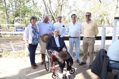 Eufrasia y Andrés Arburúas y su padre; Conrado Arburúas  junto a Carlos Martín Correa, Martín San Román y Miguel Pizzarossa