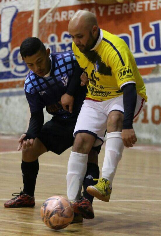 """En la incidencia de juego, Fabricio López, uno de los jugadores referentes, y  destacados en disciplina Futsal de las últimas temporadas. En la presente, López defenderá los colores de Florida Futsal, flamante ascendido a la divisional """"A"""""""