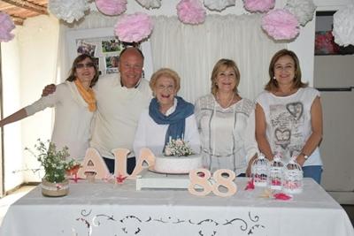 Elba junto a sus hijos Irene, Roque, Elbita y Rosario