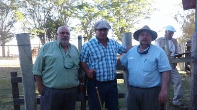 Raúl Goncalves, Daniel Medina y  Sebastián Goncalves en Itacumbú