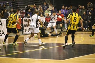 El equipo de Ferro Carril Fútbol Sala cayó ante Peñarol en la capital el pasado sábado por 8 a 2, pero el próximo fin de semana será local ante Huracán Buceo, y es amplio favorito a ganar el juego y clasificar dentro de los seis primeros que definirán la Liga Uruguaya