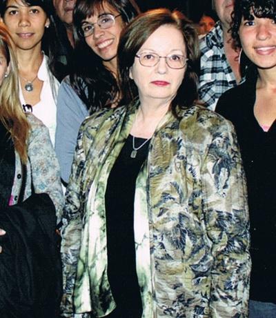 Beatriz Corbella junto a sus alumnos de taller