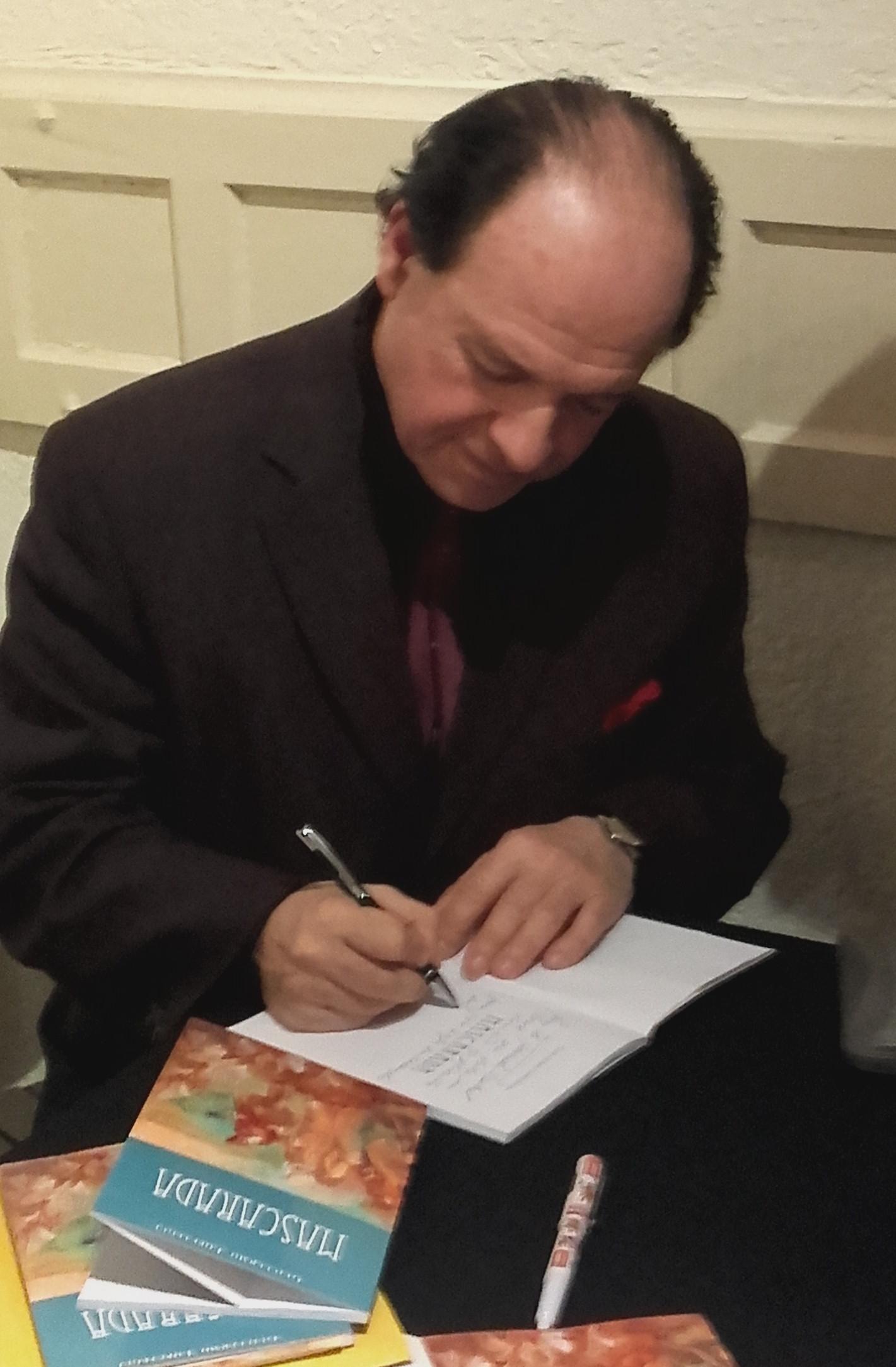 Firmando libros 1-1