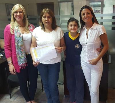 La principal de SOL, Jacqueline Massarino, la escribana Alejandra Da Silva  y la Dra. Débora Cambrilla junto a  su hija