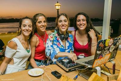 Leticia Menoni ,Valentina Llama,Loli Arana yLucia Martinez.