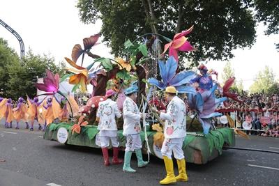 BUENOS AIRES (ARGENTINA), 8/12/2016.- Fotografía cedida del desfile de carrozas y artistas el jueves 8 de diciembre de 2016, en Buenos Aires (Argentina). La capital argentina  se anticipó a la celebración de la Navidad con un desfile y la inauguración de un parque para niños donde Papá Noel fue la figura convocante. EFE/ GOBIERNO DE BUENOS AIRES /