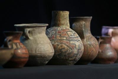 Bolivia exhibe piezas arqueológicas devueltas por Argentina