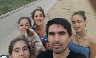Valeria con su familia en España