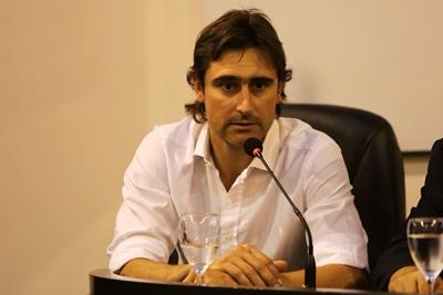 """MONTEVIDEO (URUGUAY)- El exfutbolista uruguayo Andrés Fleurquin participó el pasado 21 de diciembre de 2016, en una rueda de prensa en el Ministerio del Interior en Montevideo (Uruguay), en el lanzamiento de la iniciativa """"Fútbol Social"""", que desde el próximo año 2017, se impulsará en la Unidad N.º 4, en el marco de las actividades desarrolladas por el programa """"Pelota al Medio a la Esperanza"""". EFE/Sonsoles Caro"""