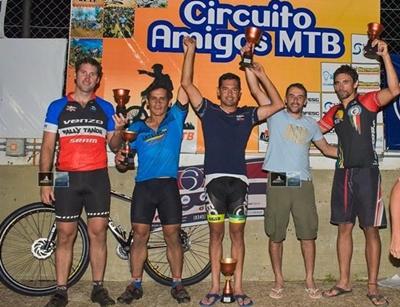 """El salteño Fabricio Costa ganó la última fecha y el Campeonato en la categoría Máster """"A"""" en Concordia."""