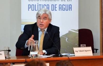 El Ministro Aguerre disertando en la jornada