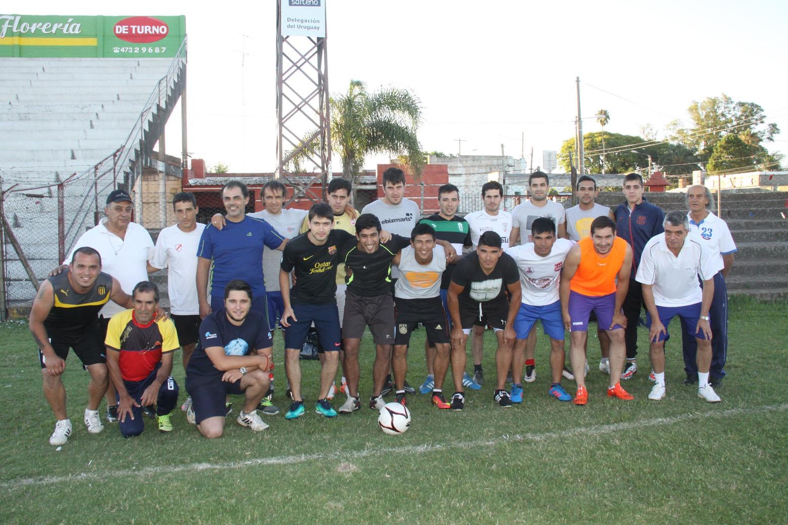 Los jugadores y cuerpo técnico de la Seleccion de Salto, ayer por la tarde  en su primer entrenamiento oficial en el Estadio Ernesto Dickinson