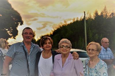 Alberto Rodríguez Tanoni, María Irene Rodríguez Tanoni junto a su madre Yolanda Tanoni y Lidí Bacci Tanoni, Nelson Tanoni Malvasio(atrás)