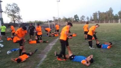 Uno de los últimos movimientos de las selecciones agrarias de cara al partido de esta noche  ante Paysandú por la Copa Nacional