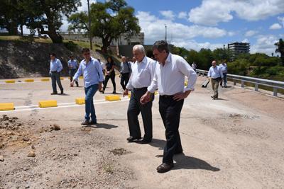 El Ministro de Transporte y Obras Públicas, Víctor Rossi, junto al Intendente  y autoridades del ANP recorrieron varios puntos del río