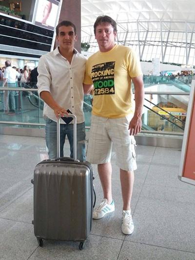Pablo Bernasconi con Mauro Arambarri, el salteño que alista en el fútbol francés