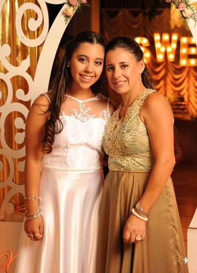 Ximena junto a su mamá Celia Pérez