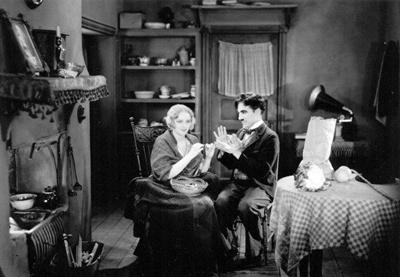 Chaplin junto a Virginia Cherrill  en un pasaje del filme