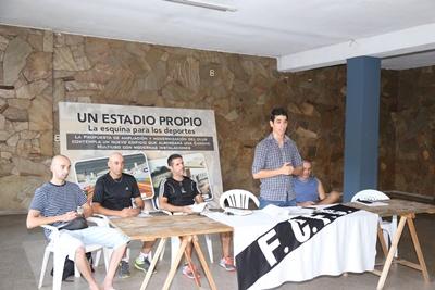 En el registro de El Pueblo (de izquierda a derecha) Profesor Gonzalo Guimaraens, los entrenadores Ricardo Almirón, Roberto Castagnaro (Dr. Luis Meirelles coordinador), y Atilio Lima, al momento de llevarse a cabo anoche, la conferencia de prensa en Ferro Carril F.C.