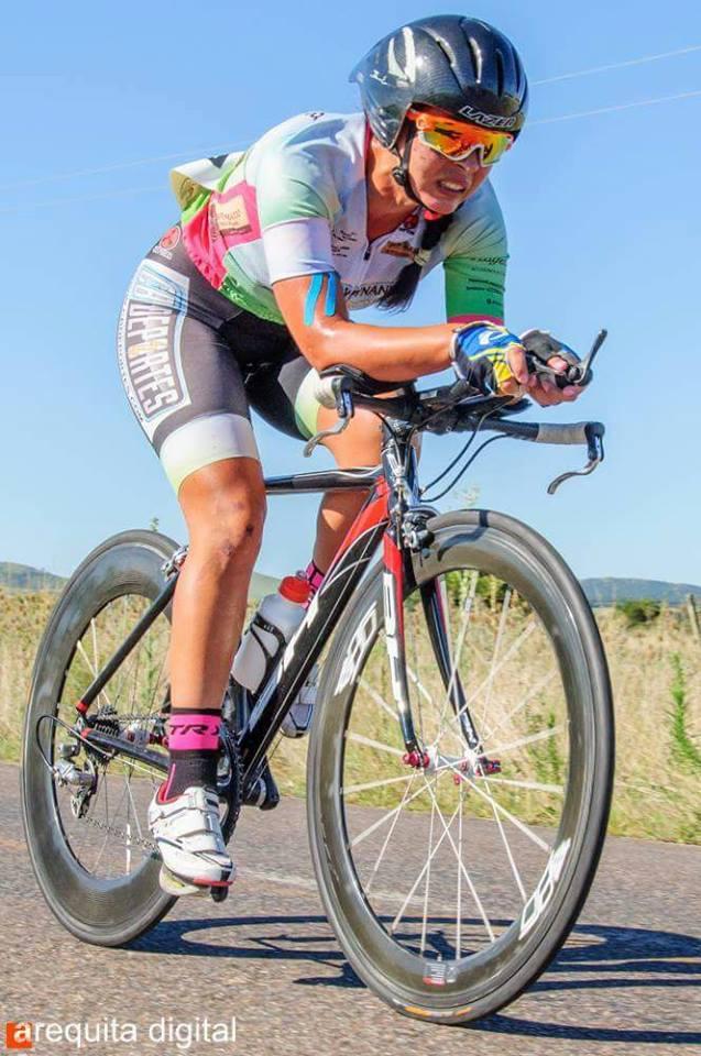 La salteña Alba Peruchena en plena acción en la  crono del Tour Internacional Femenino