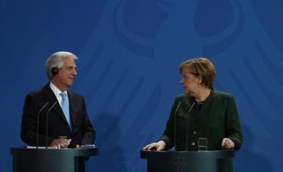 El presidente de la República Tabaré Vázquez recibido  ayer en Berlín por la canciller alemana Angela Merkel