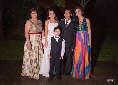 Mariana junto a sus padres Carlos Panissa, Estela Ifrán, sus hermanos Guadalupe y Juan