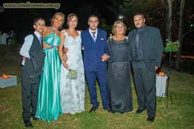 Familia del novio: Mariano Giménez sobrino del novio, Liz Gallino, los novios, Alba Galluzo, mamá de Leonardo y Pablo Gallino