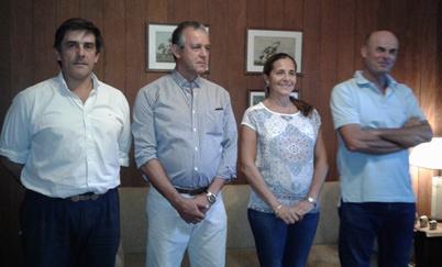Álvaro Arrieta (escritorio Zambrano), Eduardo Texeira, Sara Azambuja Jones y Juan Pérez Jones en ocasión de dar a conocer  los detalles del remate.
