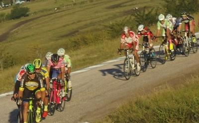 Una postal de la carrera en el circuito del CAMS en Paysandú