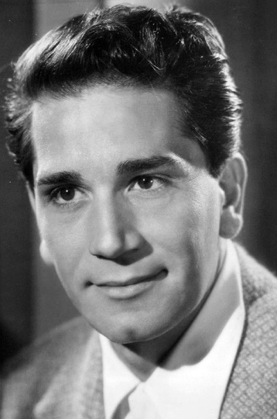 Richard Conte, 1945