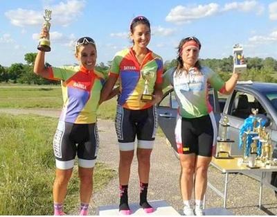 El podio en Paysandú, tras cuatro fechas de competencia, la salteña  Alba Dahiana Peruchena fue la campeona en categoría Damas