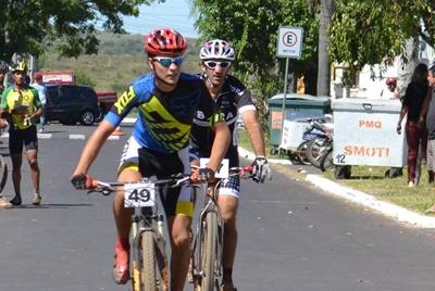 El biker salteño Carlos Gelpi (Nº 49) logró el primer puesto en Júnior en la primera del Fronteron