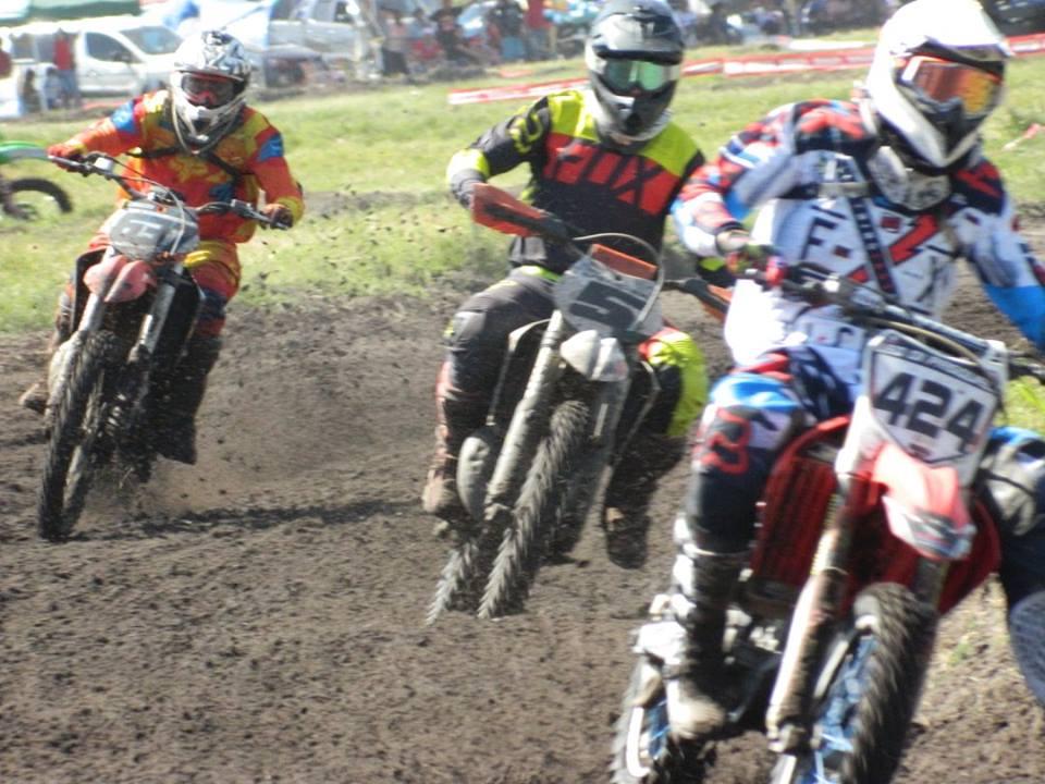 El motociclismo velocidad en tierra a pleno  hoy en la pista de Belén
