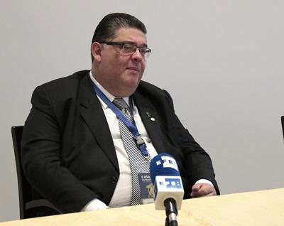 Asunción (Paraguay) - El  titular de la masonería paraguaya, Edgar Sánchez, habla durante una entrevista con Efe en Asunción. Sánchez informó que el Gobierno venezolano obstaculizó la salida de masones de ese país hacia Asunción, donde se realiza la asamblea interamericana masónica, a la que asistirá el secretario de la OEA, Luis Almagro. EFE/Carlos Pefaur.