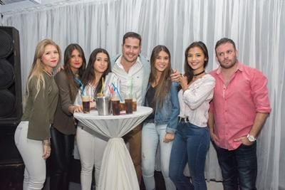 Sabrina Silveira, Macarena Russo, Paula Pintos, Martin, Rocio Silveira, Evelyn Chiappa y Ale Artave