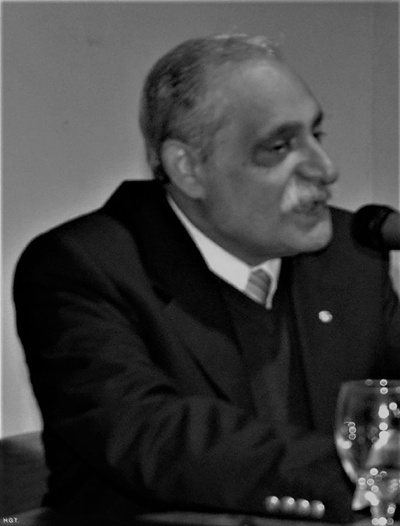 Nuilbar Alves, presidente de Casa Quiroga  y de Asociación Marosa di Giorgio  da la bienvenida a los presentes